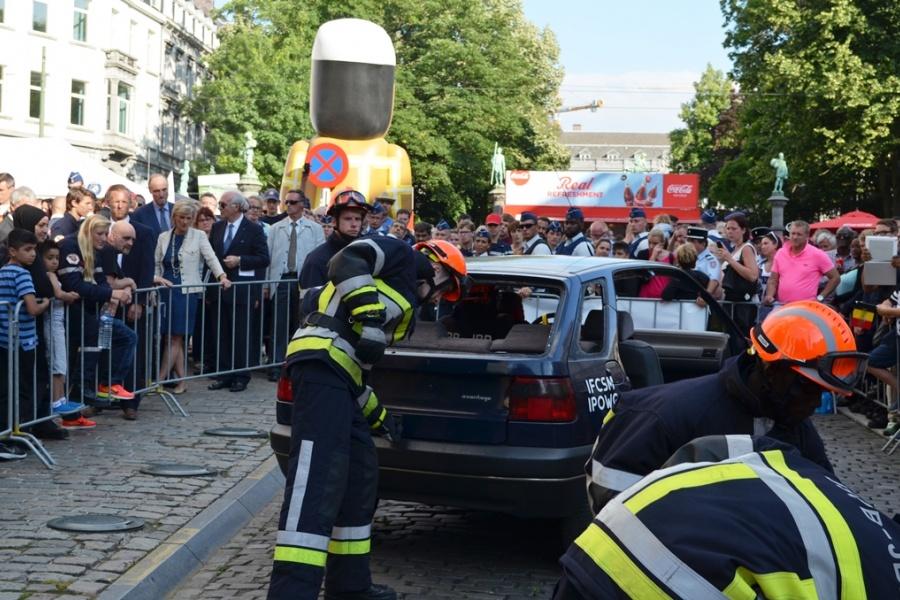 Désincarcération d'un véhicule par les jeunes sapeurs-pompiers