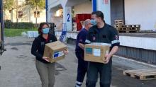 Levering van chirurgische maskers en beschermende handschoenen aan Servië